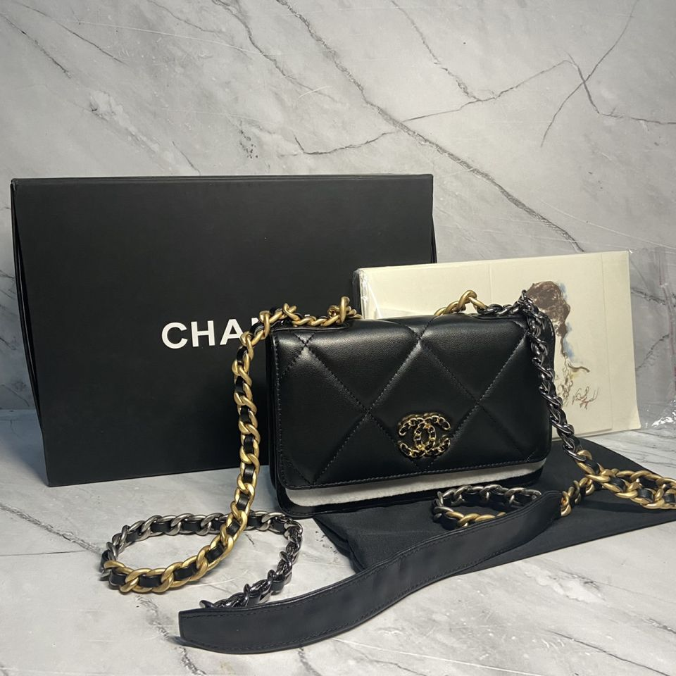 READY STOCK chanel WALLET ON CHAIN lamb skin gold chain 3 1_3