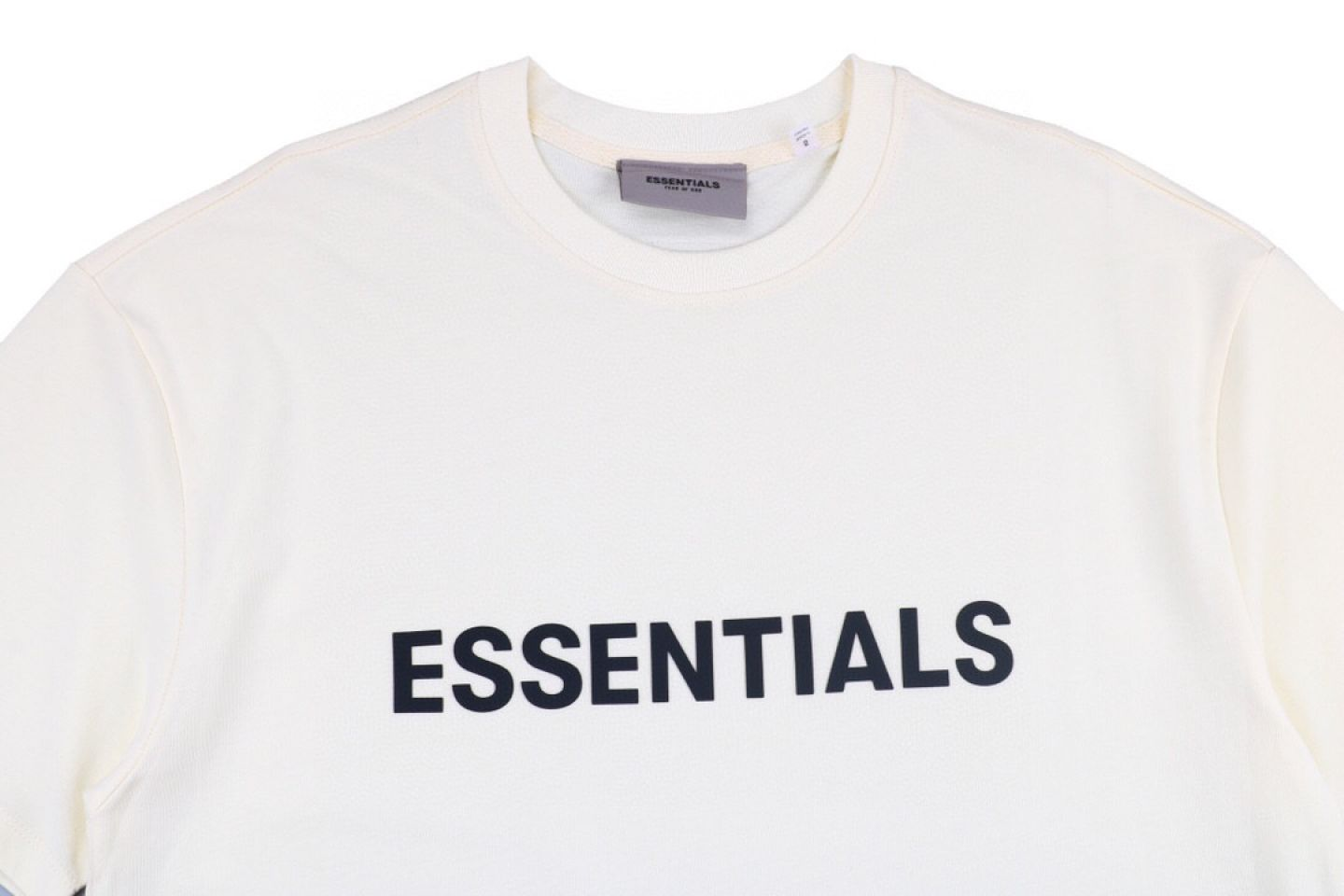 """Shirt Fear Of God ss20 ESSENTIALS double-line chest letter short-sleeved T-shirt """"White"""" 2 fear_of_god_ss20_essentials_double_line_chest_letter_short_sleeved_t_shirt_white_2"""