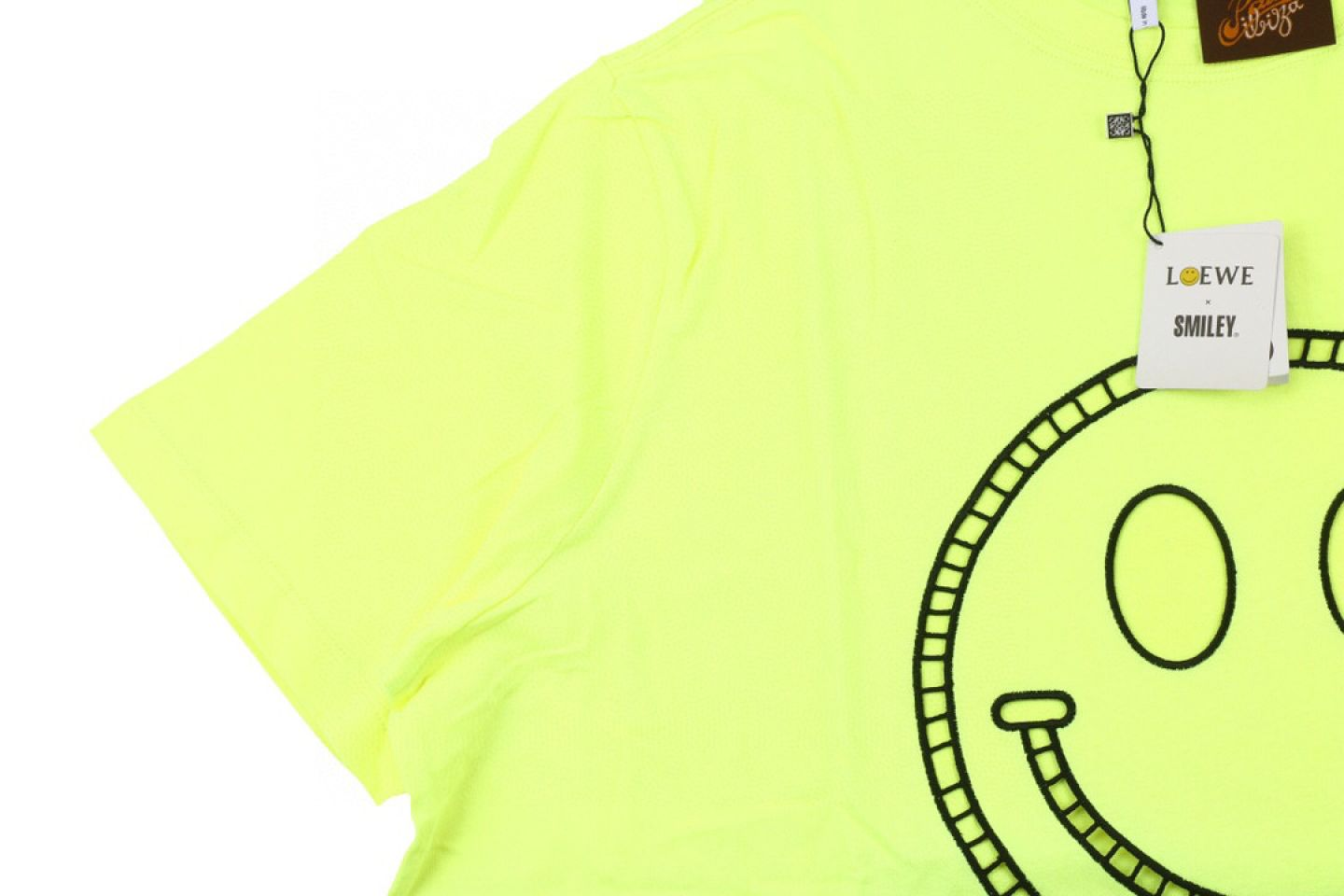 Shirt LOEWE x SMILEY 20ss fluorescent smiley short sleeve T-shirt yellow 2 loewe_x_smiley_20ss_fluorescent_smiley_short_sleeve_t_shirt_yellow_2